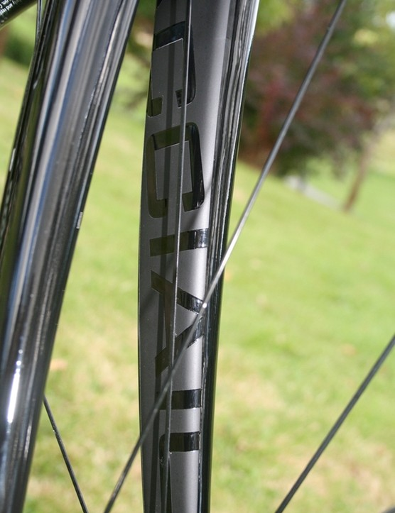 The steel stops at the fork of the Super Acciaio, which is a Deda Nero Supremacy with a classic curve and neat graphics
