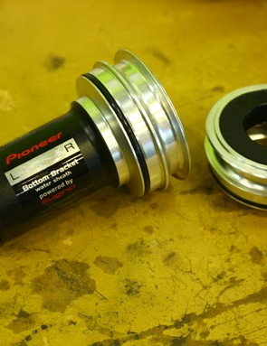 A special bottom bracket is required (and available for BB30, PF30 and BB86) to allow the magnetic ring to clamp on