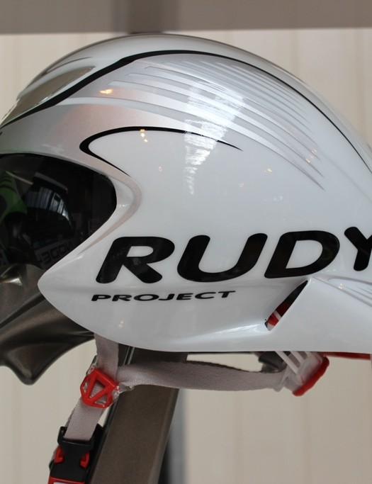 The new Rudy Project Wing 57 TT helmet has a detachable inverted dorsal wing type addition, to allow the helmet tail to sit close to the rider's back
