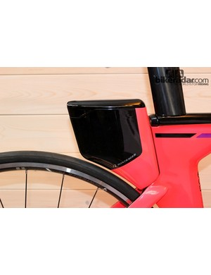 The storage container on the Speed Concept 9-Series should reduce back pocket drag and may give riders a slight sail effect