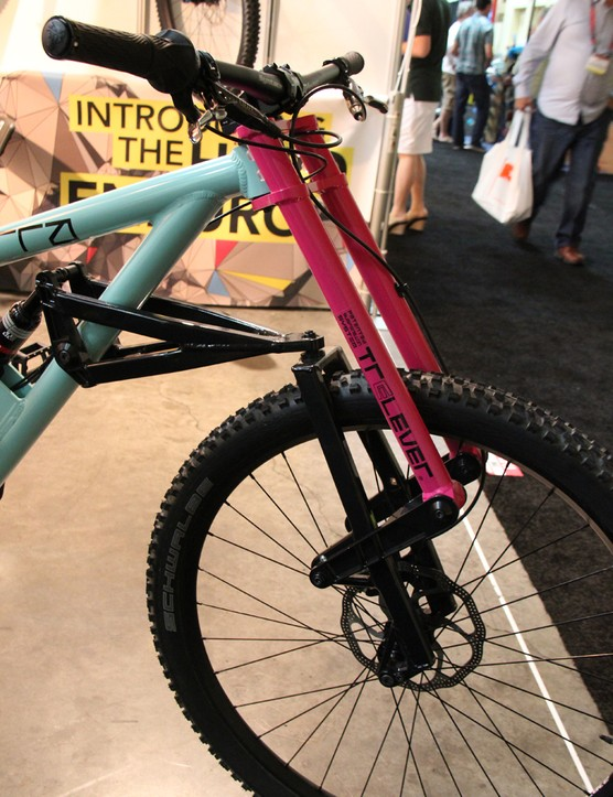 The Scurra Hard Enduro has a 29in wheel upfront and a 650b wheel in the rear. The suspension design is vaguely reminiscent of the Whyte PRST1