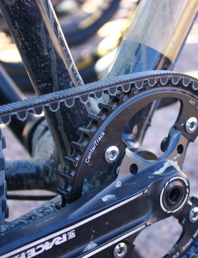 The use of a Gates belt drive and a Rohloff hub allows for a relatively tight rear triangle, since the cassette is eliminated