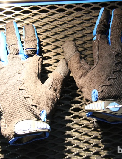 The Park Tool GLV-1 glove is good for wrenching and riding. Both the thumb and index finder are touchscreen compatible. The GLV-1 glove retails for US$26.95