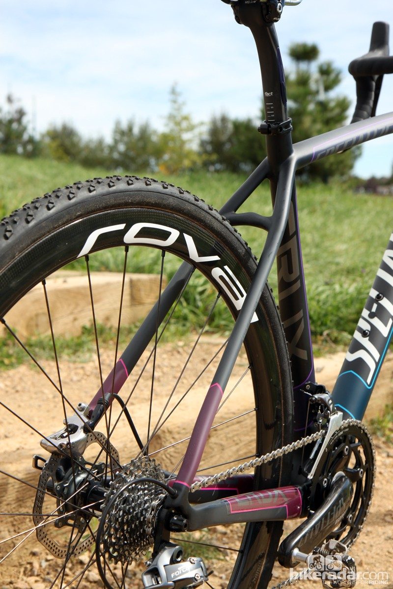 With no need to accommodate rim brakes, tire clearance on the disc-specific Specialized CruX Pro Race Red Disc is excellent at both ends