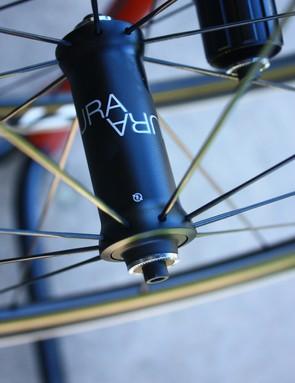 Road tubeless 2014: Bontrager's Aura 5 front wheel uses 18 radial spokes