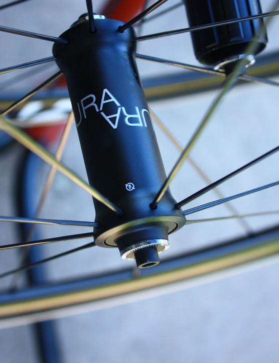 Road tubeless 2014: Bontrager's Aura 5 front wheel uses 18 radial spokes