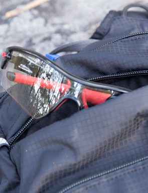 Dakine AMP 18L features two fleece-lined pockets. One for sunglasses and the other for a smart phone or camera
