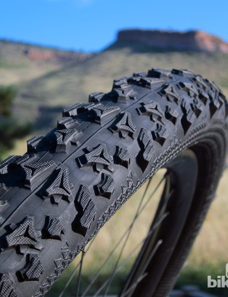 The new Tioga Venture expands on the 'AI' knob concept that was first introduced on the Psycho Genius tire, but has a more conventional dual compound rubber layout, which worked exceptionally well in desert conditions
