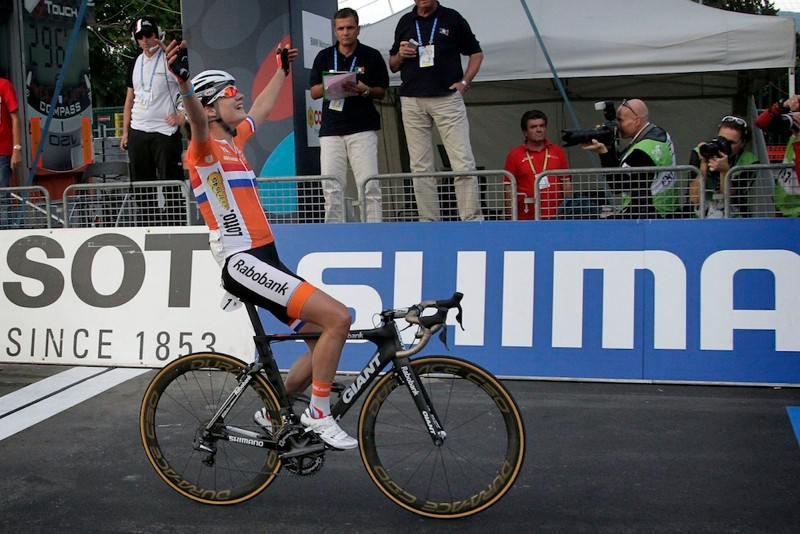 Vos captured her third UCI world road title aboard a Giant Envie Advanced