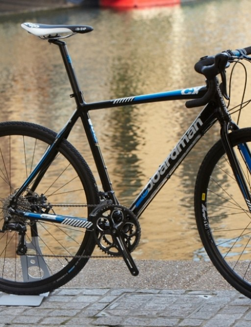 Boardman have introduced a entry level cross bike the CX Comp (£599.99). Tektro mechanical disc brakes, Shimano Sora gearing and Mavic XM wheels form the foundations of the bike