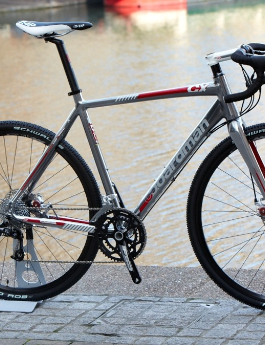 The CX Team (£899.99) is a do-it-all bike fitted with SRAM Apex 10 speed shifting, Avid BB5 mechanical discs and Mavic XM319 wheels