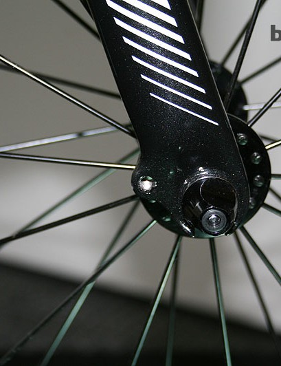 The Road Team Carbon has mudguard eyelets to improve versatility in the full carbon fork