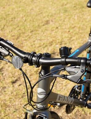 Giant Cross City 1 2014 - comfortable 640mm handlebar and great brake levers