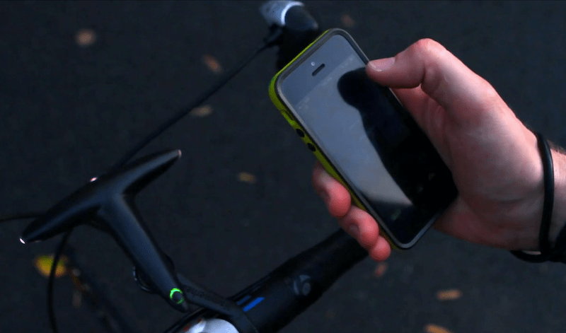 Information is supplied to the bar-mounted display via an app installed on the rider's smartphone