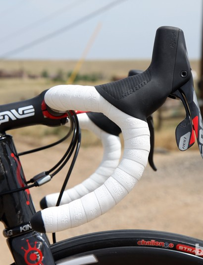 Wider tires and disc brakes have somehow been tied with more upright geometries and shallow-drop bars but we wanted this tester to be an aggressive ride so deep-drop bars and a short head tube were in order