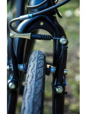 A carbon fork proides plenty of clearance for a far larger tyre