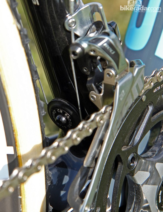 SRAM doesn't offer a top-pull Red 22 front derailleur so Jeremy Powers' (Rapha-Focus) Focus Mares CX requires a cable pulley mounted on the seat tube