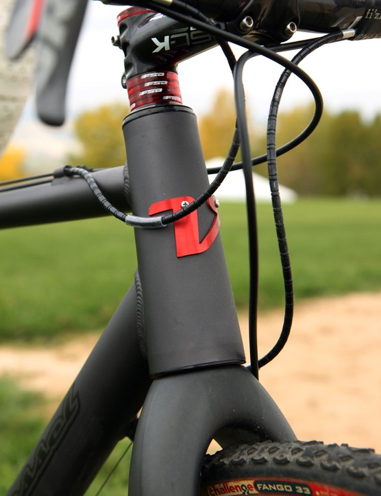 Van Dessel builds the new Aloominator with a 1 1/8-to-1 1/2in tapered zero stack head tube. The bolt-on head tube badge is a nice finishing touch