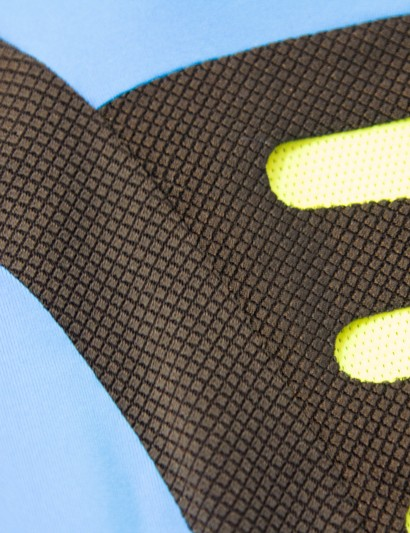 The Santini Heatsink jersey features a dimpled fabric to conform to the riders stretched position