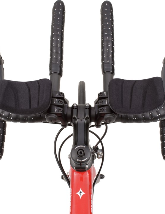 The Specialized Alias clip-on bars come on the Tri versions of the bike