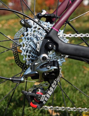 As is the case with most SRAM-sponsored 'crossers, Elle Anderson (California Giant) pairs a Red 22 rear derailleur with a SRAM PG-1170 cassette for its greater mud clearing abilities