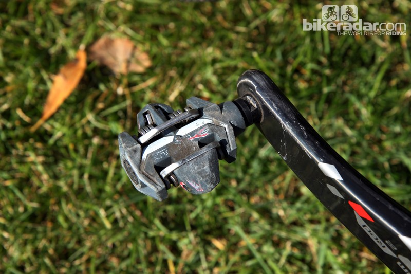 No, you're not seeing things. Elle Anderson (California Giant) really does race on old Time ATAC Carbon pedals