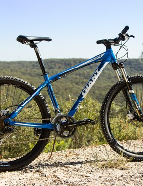 Giant Talon 27.5 4 2014 - a trail worthy entry-level hardtail. The very blue colour is for the AU/UK, while a Satin Black/Red is sold in the US