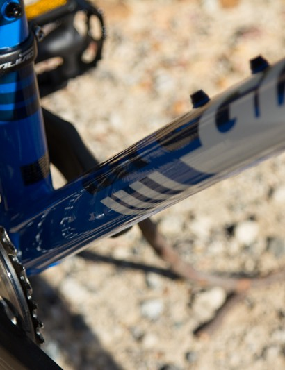 The down tube on the Talon 27.5 tapers to a shallow, yet wide shape at the bottom bracket