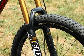 A Fox 34 Float 27.5 160 FIT CTD fork handles suspension duties up front