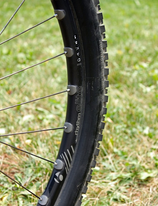 Bontrager's new Rhythm Elite wheels have so far left an excellent impression with their wide, tubeless-compatible aluminum rims and very quick-engaging rear freehub mechanism