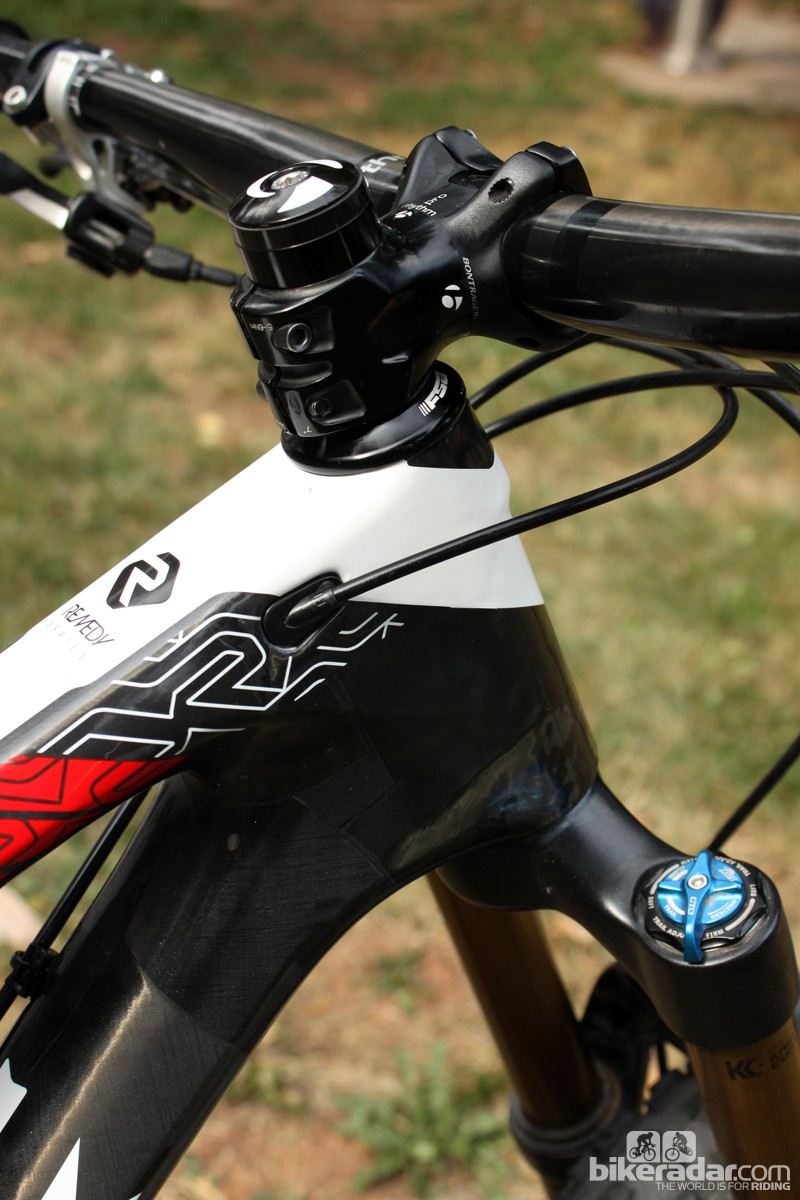 The Bontrager Rhythm Pro stem is slammed atop the FSA headset