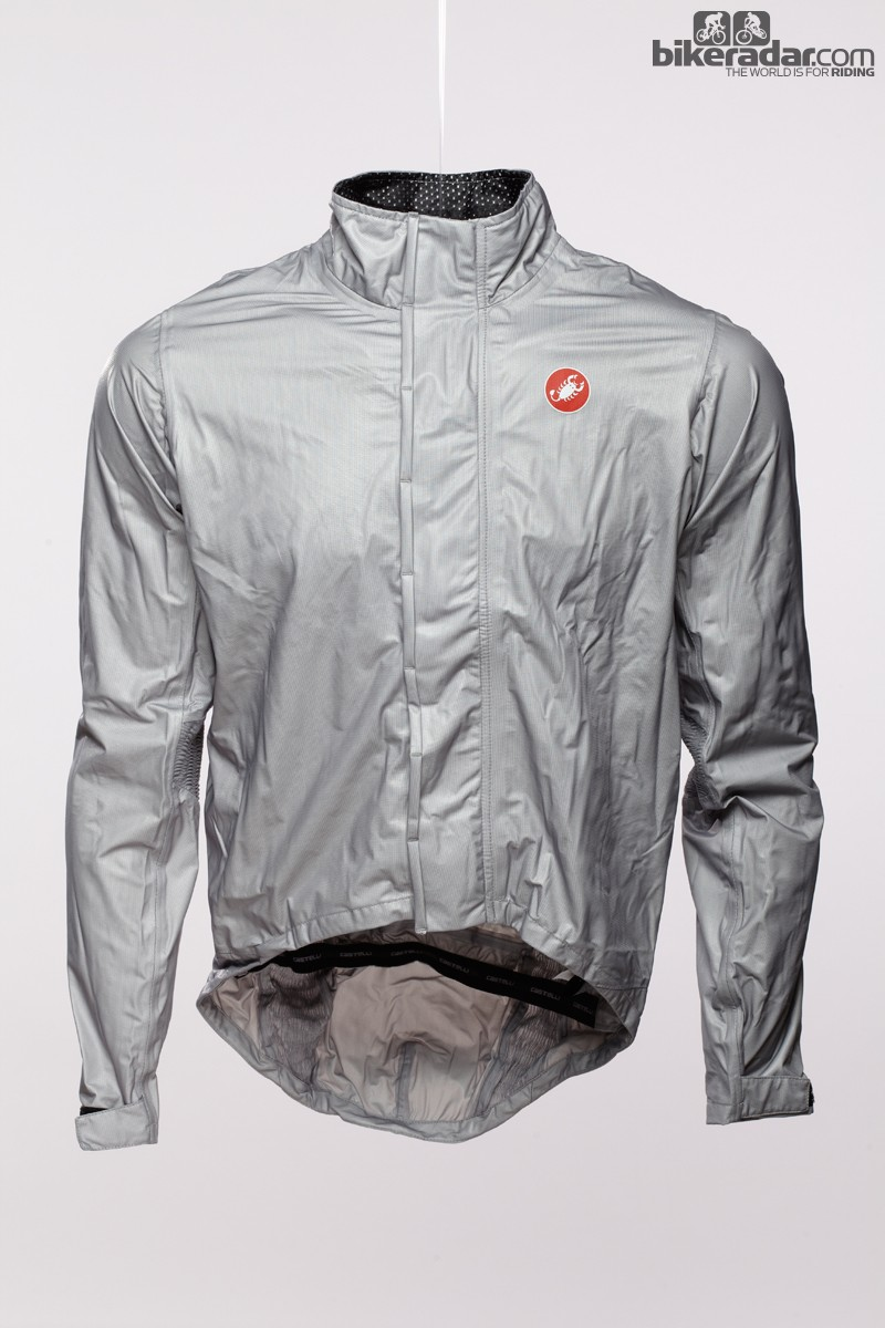 The Castelli Pocket Liner makes use of waterproof and breathable eVent material