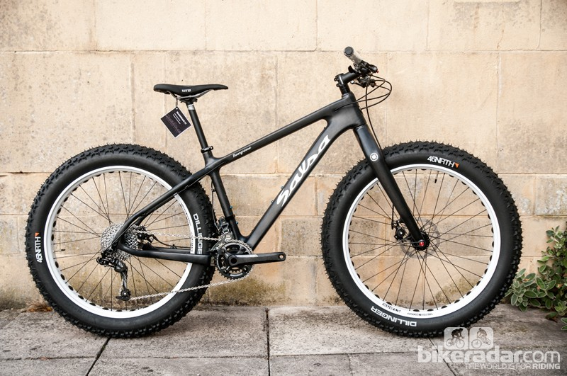 The Salsa Beargrease fat bike uses a full carbon frame and fork – it tipped our scales at 13.18kg (29.05lb)