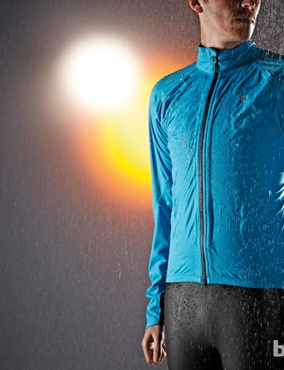 The PRO Aero WXB has a slim (but not too skinny cut). It sometimes feels more like you're wearing a jersey than a jacket