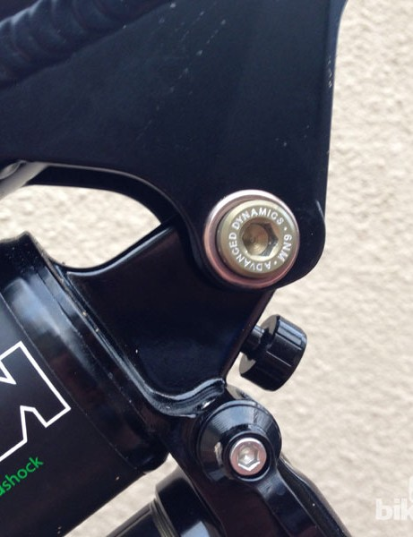 Geometry can be adjusted quickly and easily by rotating the front shock bolt