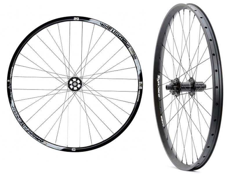 The Syntace W40 wheelset (right) has an internal width of 33.5mm, while American Classic's new Wide Lightening (left) has an internal width of 29.3mm.