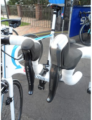 Contrary to earlier reports the Shimano R785 Di2 STI unit (R) is considerably bigger than a standard mechanical or Di2 shifter