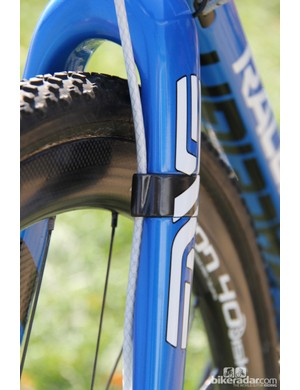 The ENVE CX Disc fork helps to keep the cable routing clean
