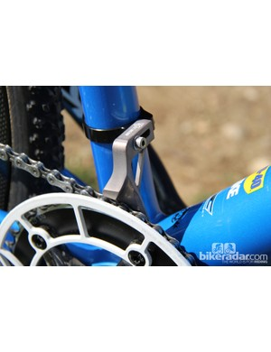 Chain rentention is handled by a K-Edge Chain Keeper and K-Edge Cross Ring Guard