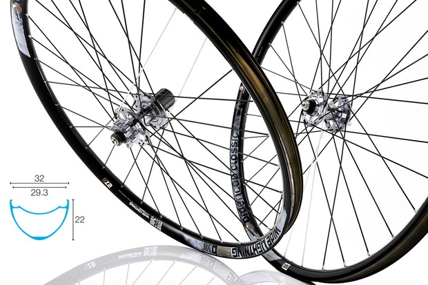 The new American Classic Wide Lightning rims offer a gaping 29.3mm internal width for what we expect to be outstanding tire casing support. Claimed weight for a pair of 27.5in wheels is just 1,512g