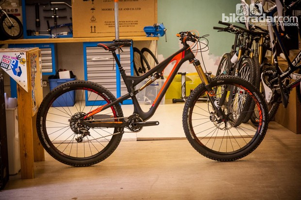 Scott Genius LT 700 650B: 170mm of enduro fun, at a touch over 27lb. Genius indeed.