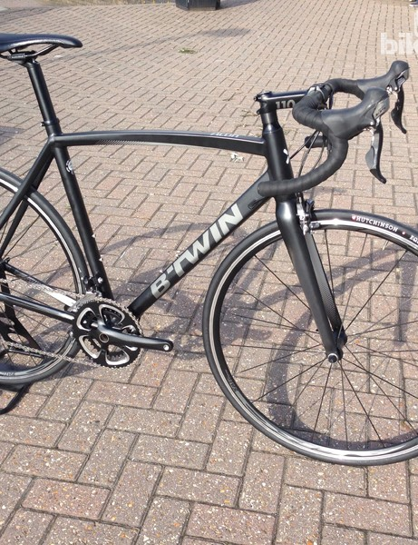 B'Twin's Alur 700 looks to offer solid value at the £700 retail price