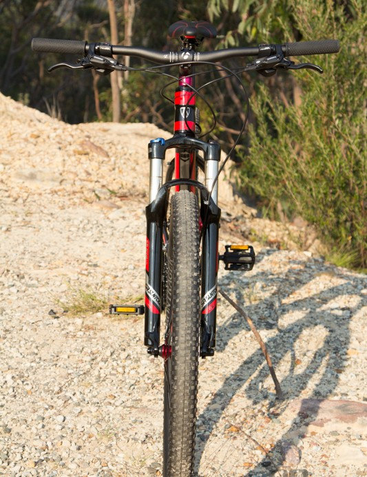Front on, the X-Caliber 7 looks very trail worthy – wide bars, sturdy fork stanchions, wide 2.2 tyre and Shimano brakes