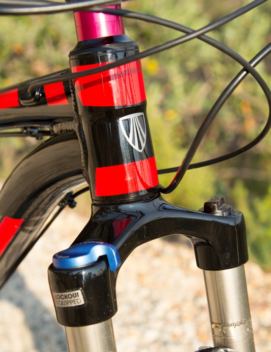 A stubby head tube is perfect to help overcome the taller 29er wheel size. The red headset spacers weren't an exact colour match