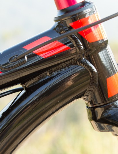 The X-Caliber frame features a heavily bent down tube/head tube junction in order to improve the fork's frame clearance without raising the bar height
