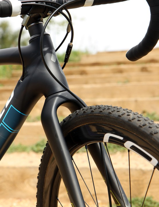 The fork is an adaptation of the standard rim brake-equipped CruX but there's still ample room around the crown for mud to pass through
