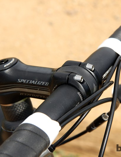 The stout stem and aluminum bar make for an ultra-solid feeling front end