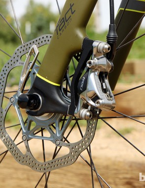 The SRAM Red hydraulic disc brake calipers are paired to a 160mm rotor up front and a smaller 140mm one out back