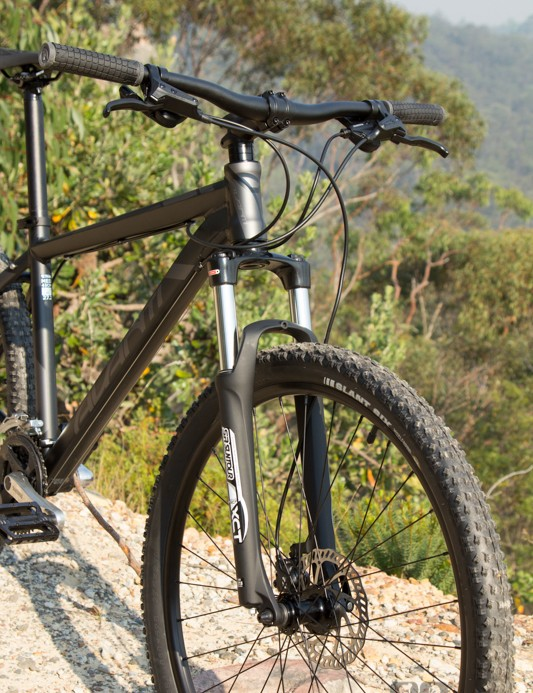 The SR Suntour XCT fork was one low-point on the Avanti Montari 27.2