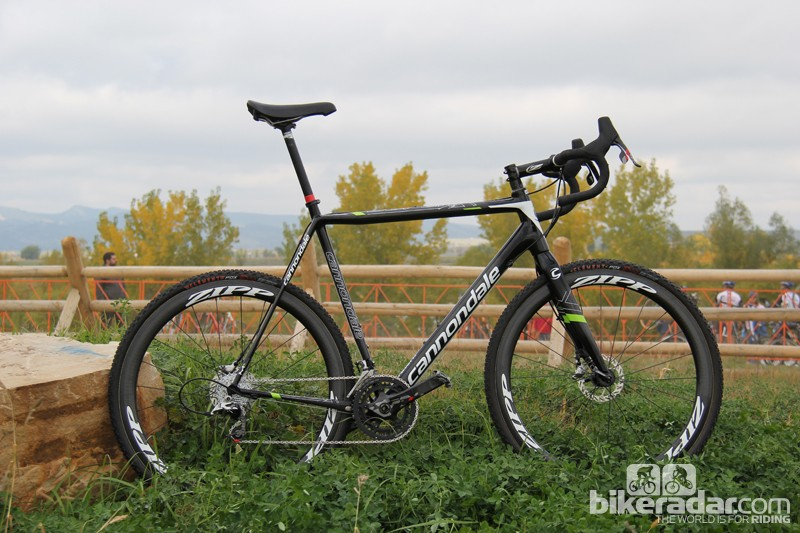 Compared to the largest production SuperX Hi-Mod Disc (a 58cm frame), Trebon's bike has an effective top tube that's approximately 20mm longer, a 0.5-degree slacker seat tube, and a 9.3mm taller head tube